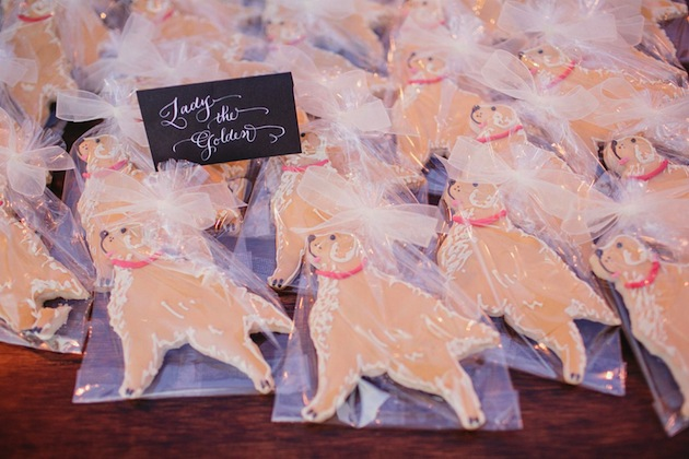 Golden retriever shaped dog favors at wedding cookies