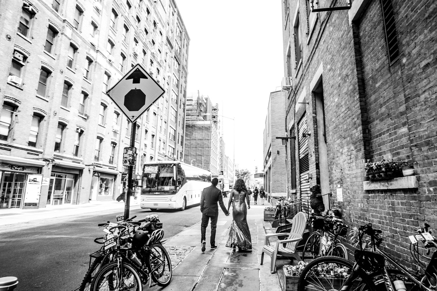 The Dumbo neighborhood Brooklyn new york engagement shoot black and white city street e-session ideas