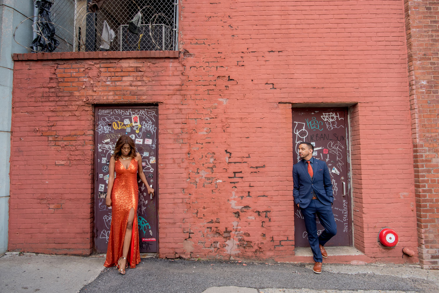 The Dumbo neighborhood Brooklyn new york engagement shoot brick wall city e-session ideas