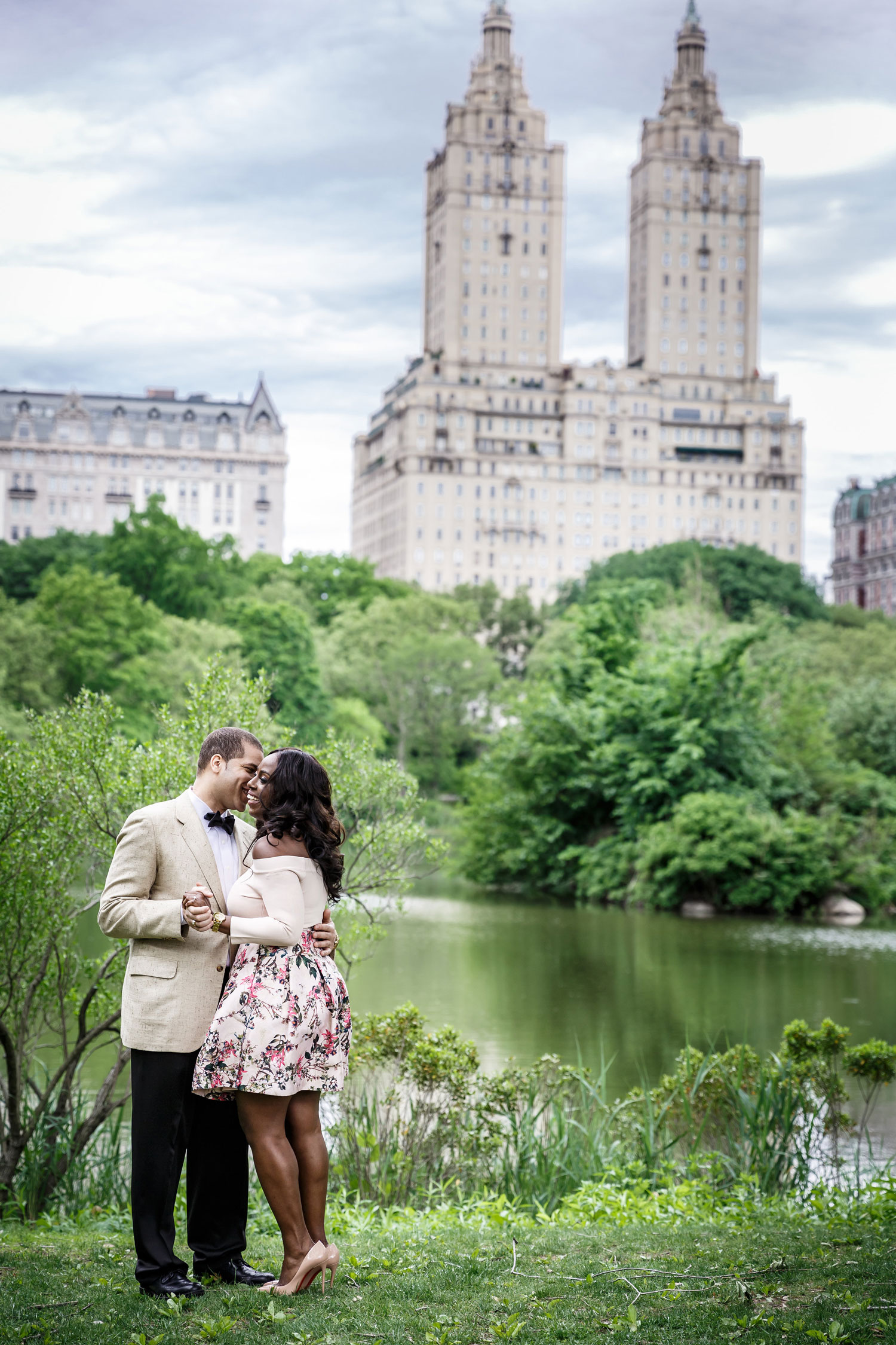 New York City central park engagement session photo by Amy Anaiz flower print skirt