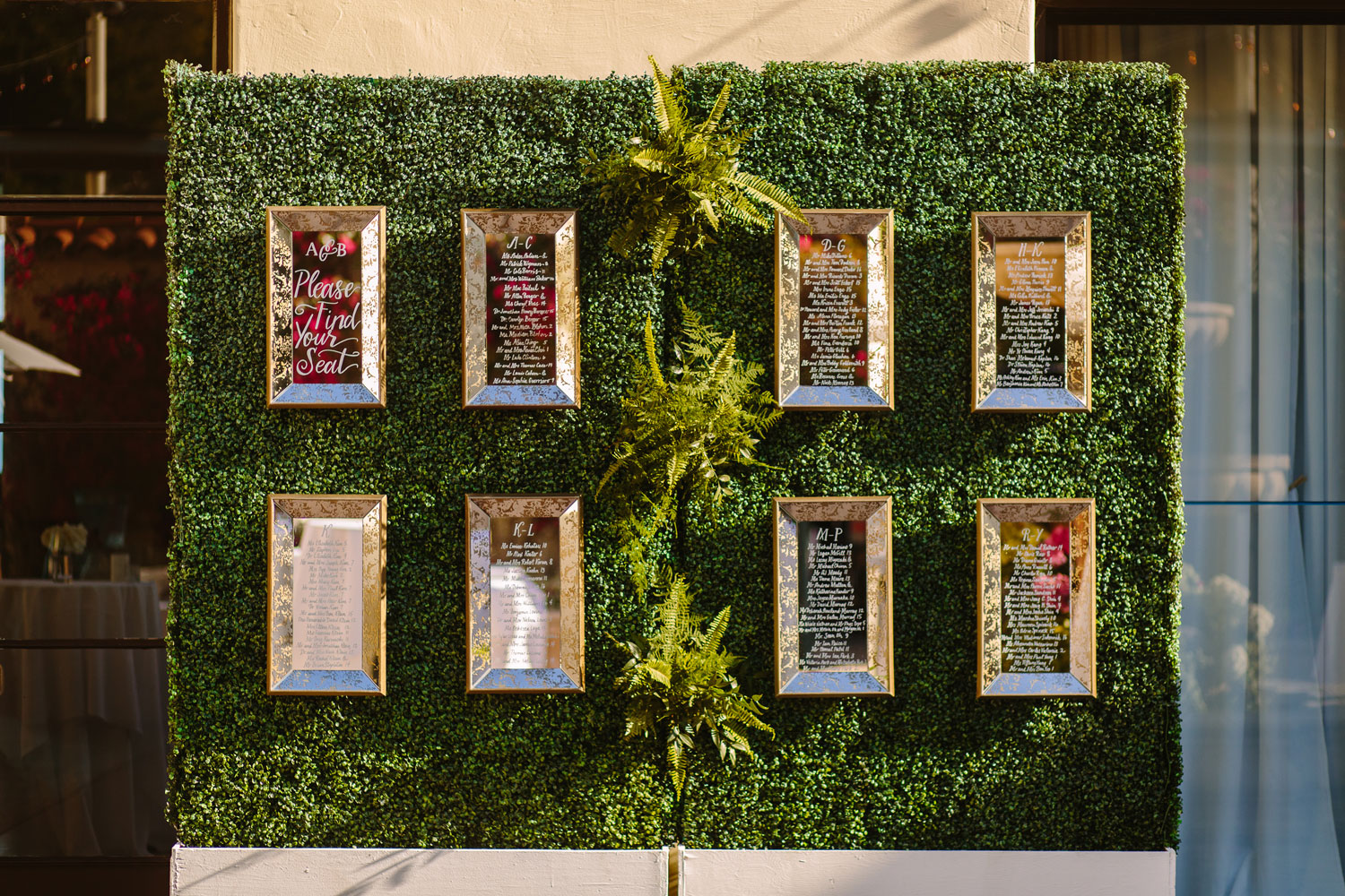 Hedge wall with mirror seating chart escort card ideas
