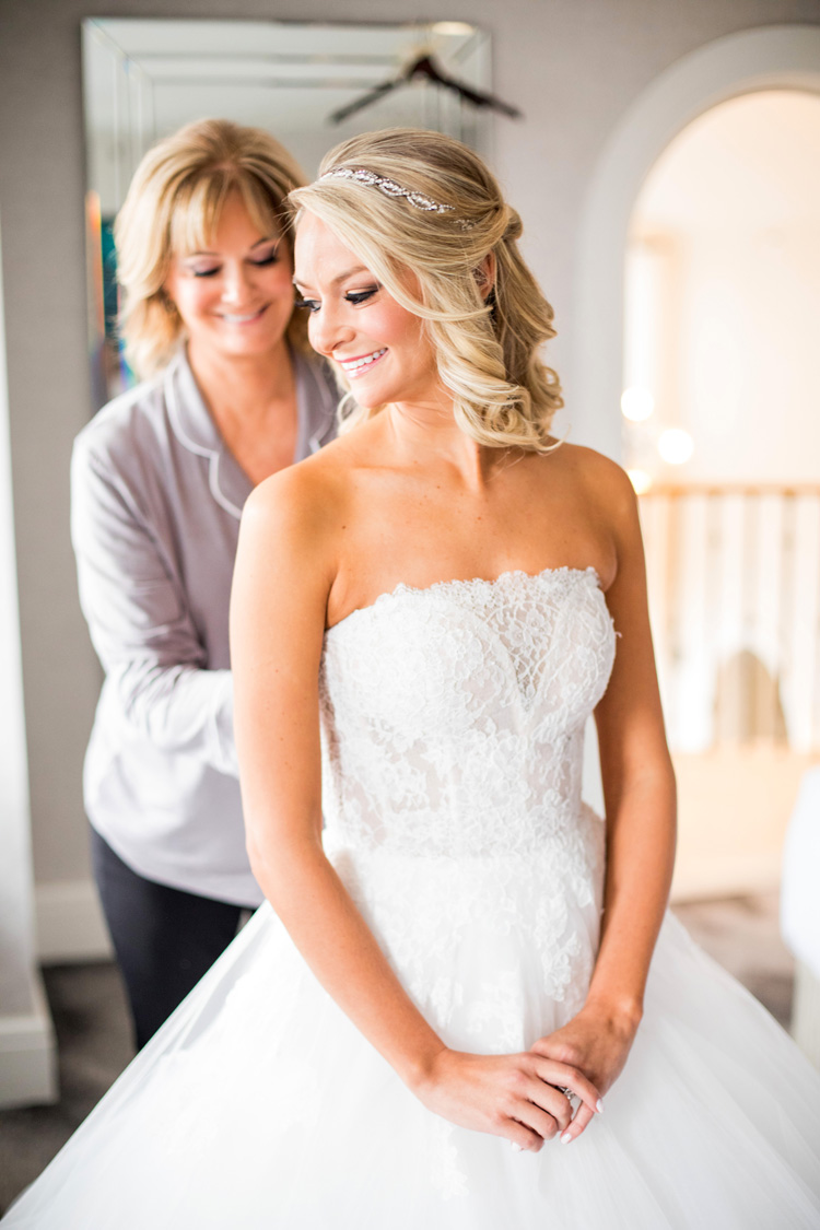what to do if your mom doesn't like your wedding dress