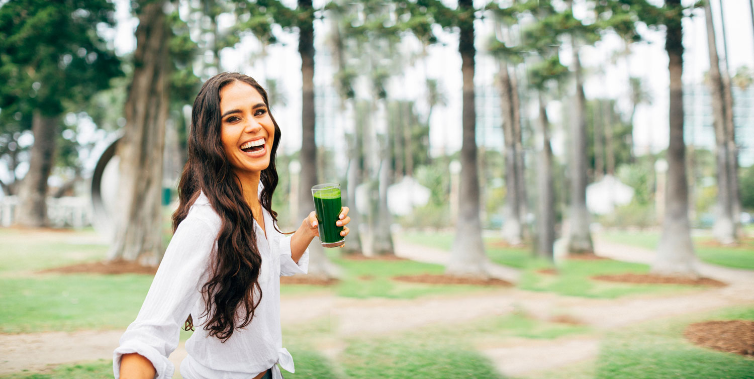 Kimberly Snyder with green juice smoothie health tips for brides