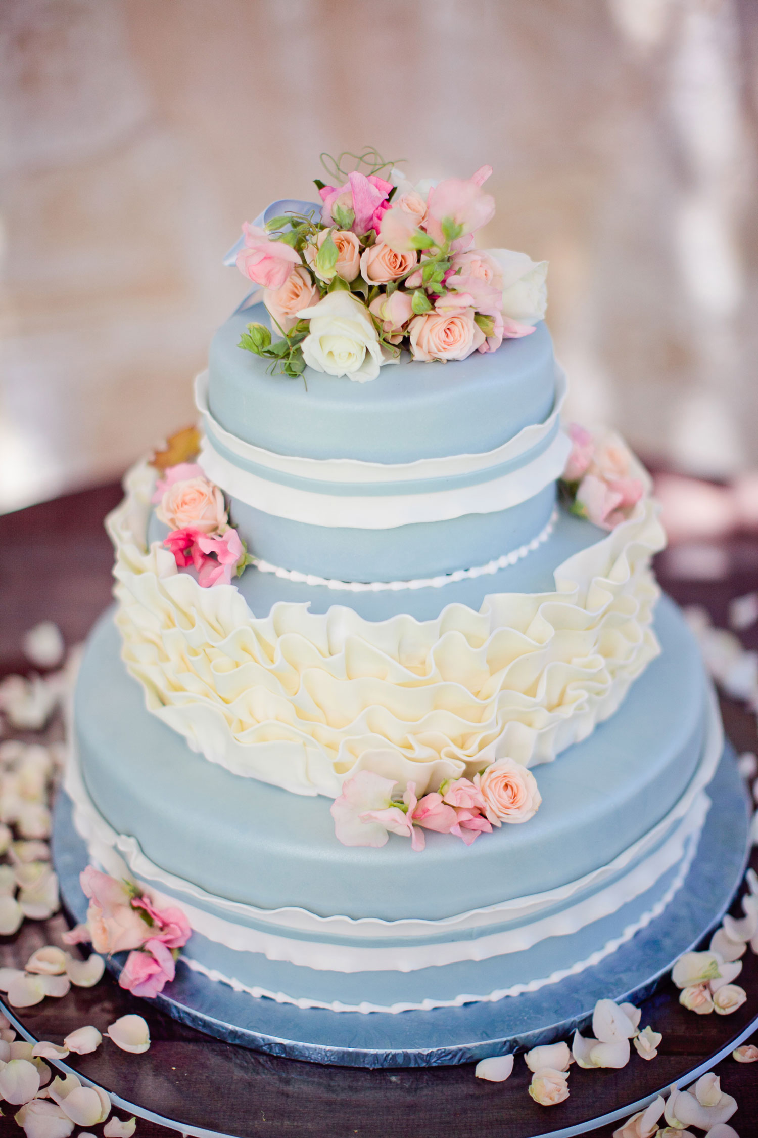 Shabby chic wedding cake ideas light blue ruffle flowers