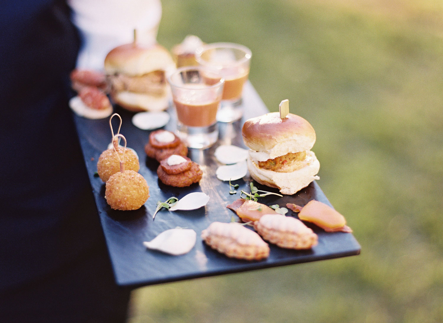 what you need to know for your wedding food tasting