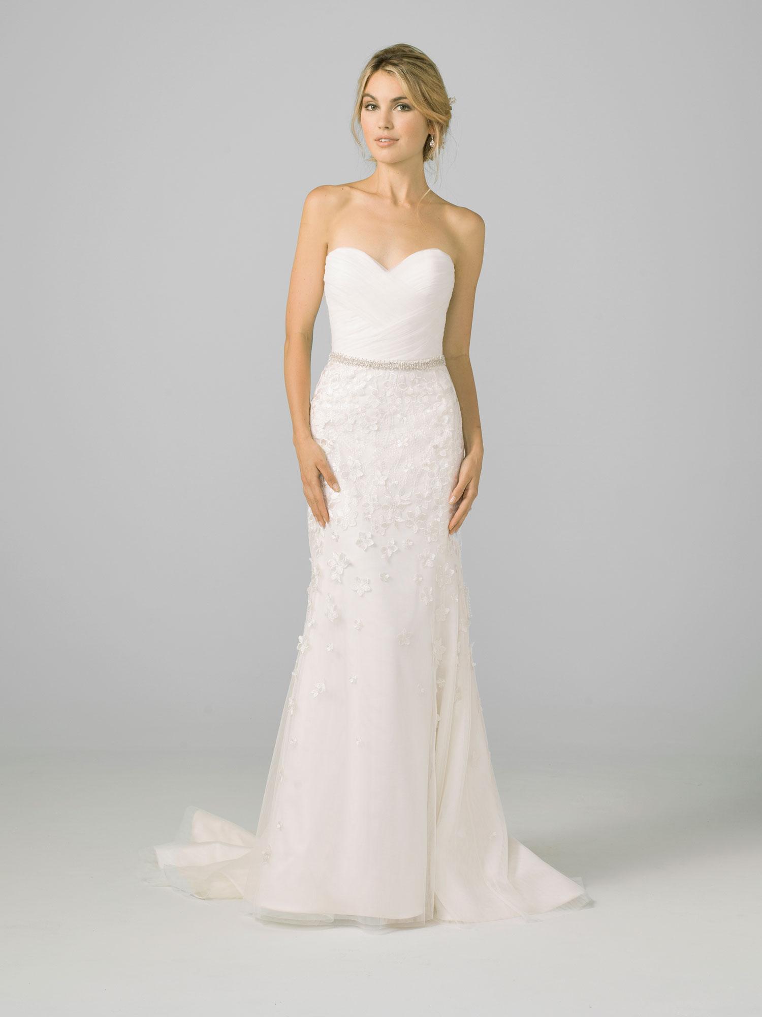 Strapless classic wedding dress sweetheart neckline Azul by Liancarlo