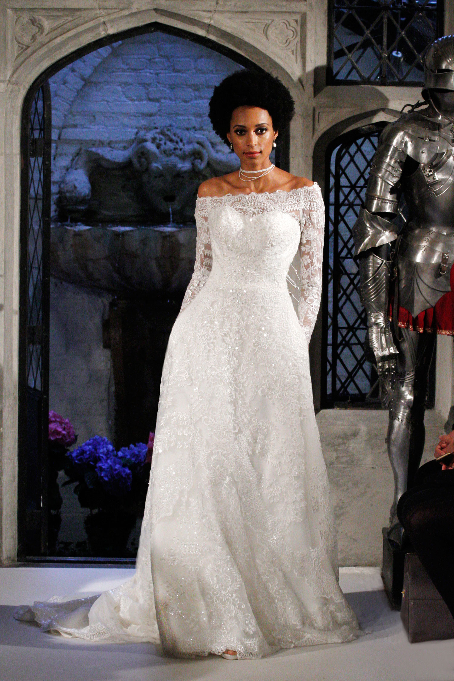 Get the look anastasia steele 39 s wedding dress in fifty for Last season wedding dresses