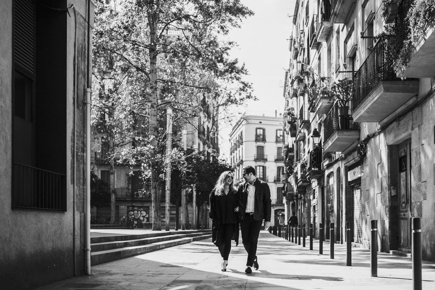 Black and white photo Michelle Durpetti and Collin Pierson engagement photos in Barcelona, Spain