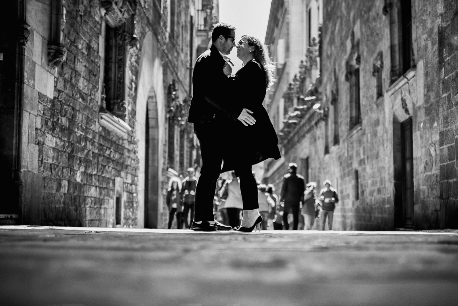 Michelle Durpetti and Collin Pierson engagement photos in Barcelona, Spain black and white kiss