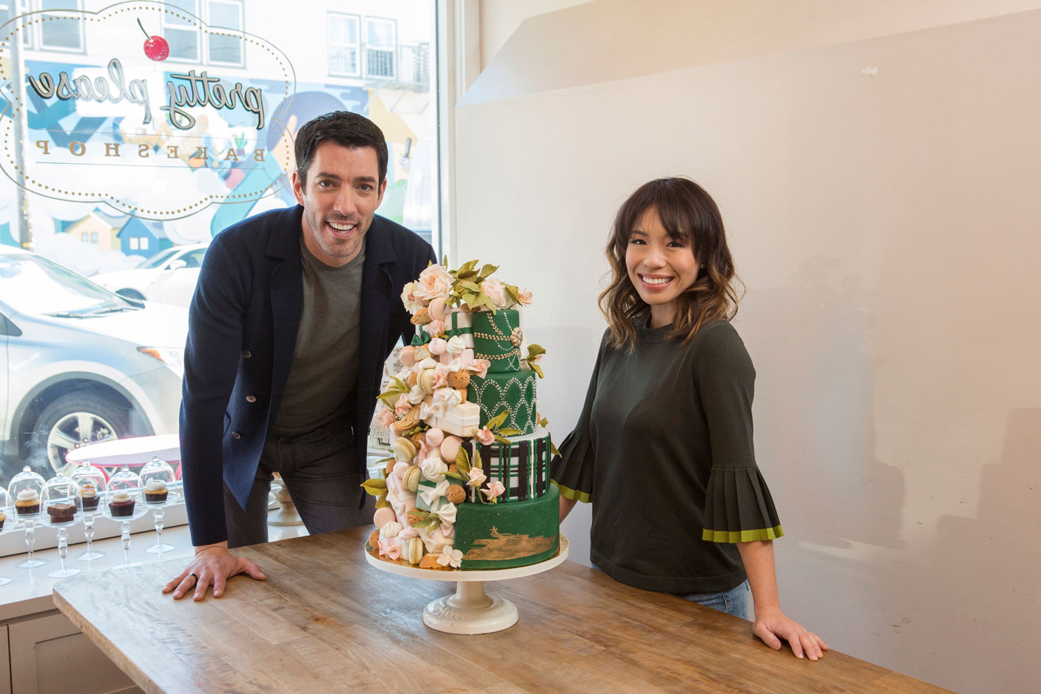 HGTV Property Brothers star Drew Scott with his bride Linda Phan wedding cake countdown food network