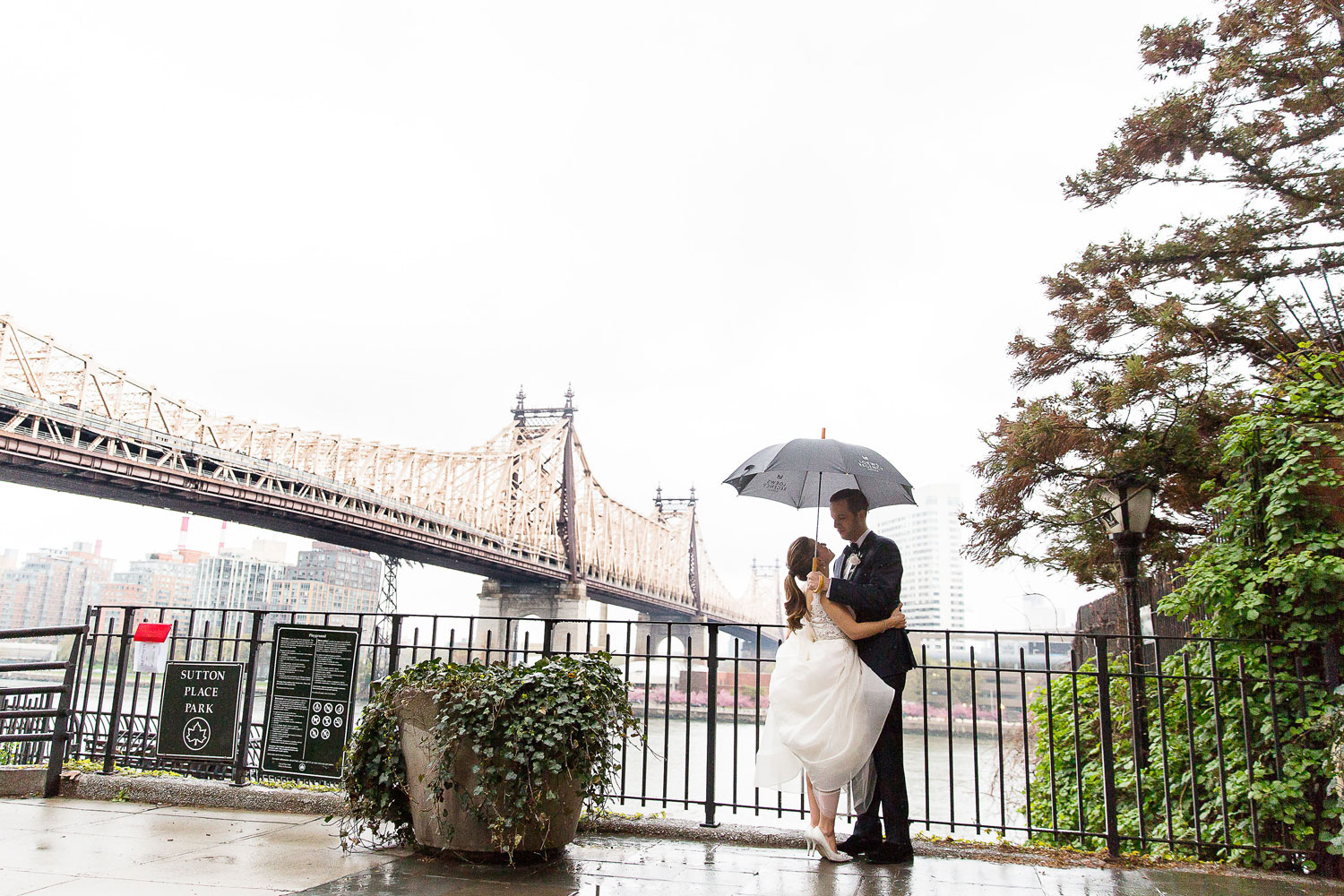 back-up plans for wedding emergencies, rain plan for wedding, unexpected guest