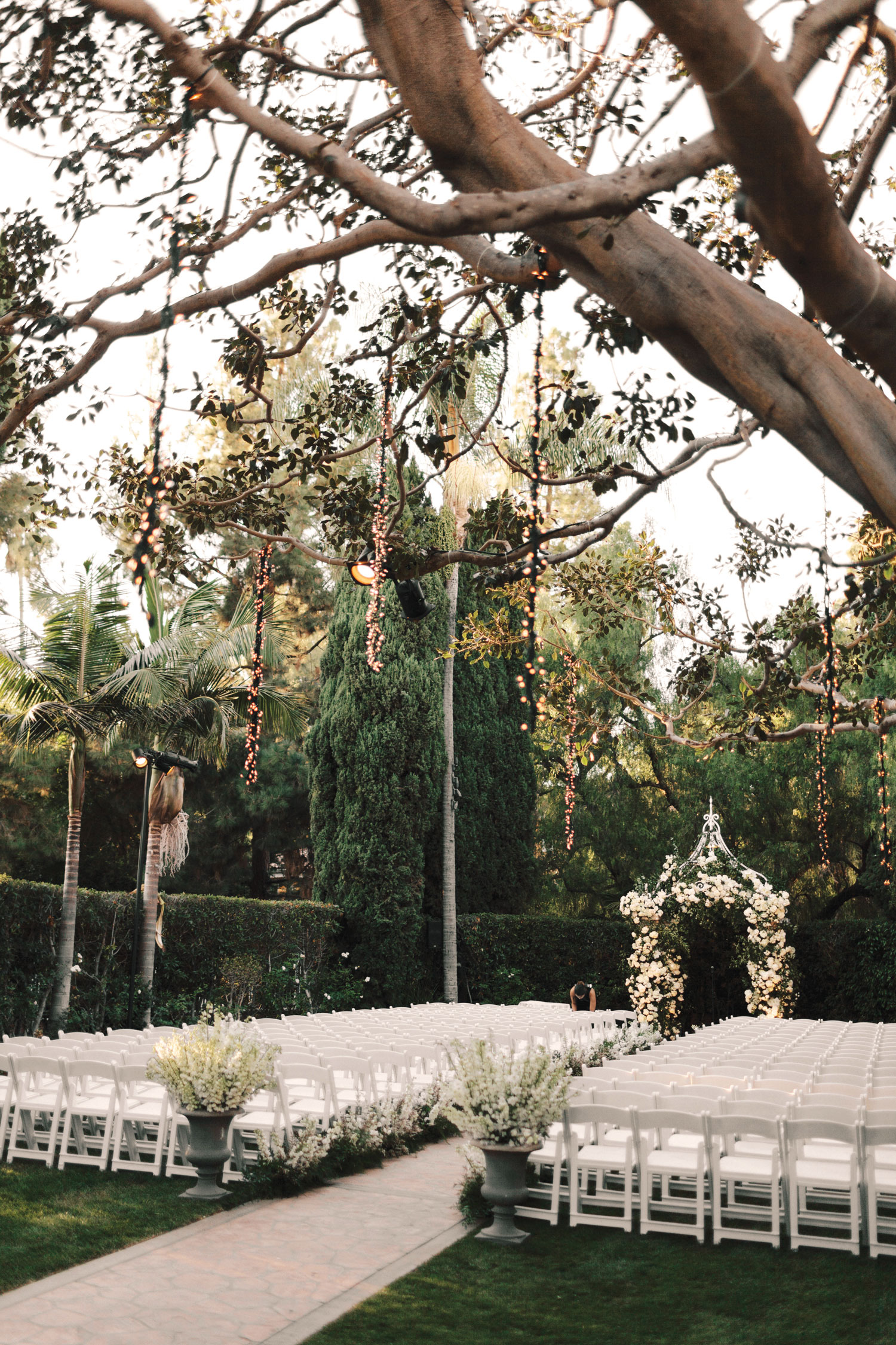 outdoor wedding ceremony beverly hills bob gail special events revelry event designers Inside Weddings fall 2018 issue