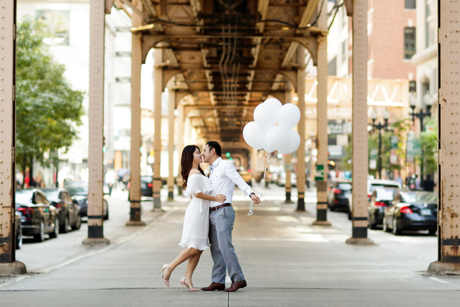 Engagement shoot in Chicago e-session downtown chicago balloons
