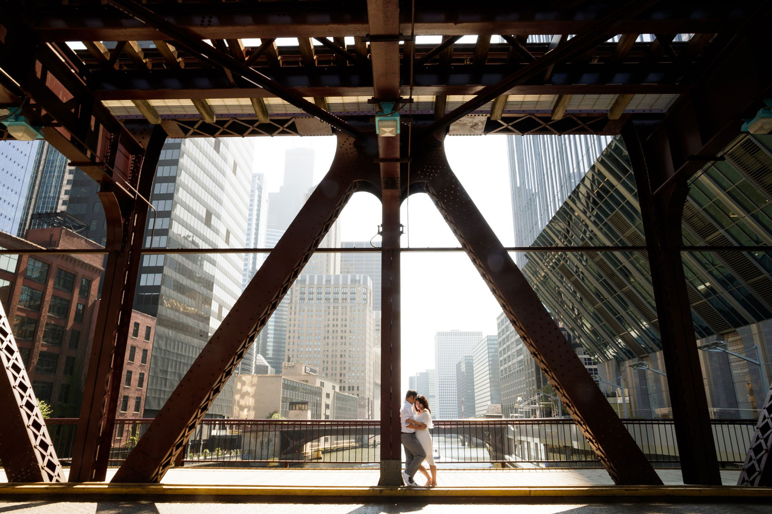 Engagement shoot in Chicago e-session riverwalk bridge