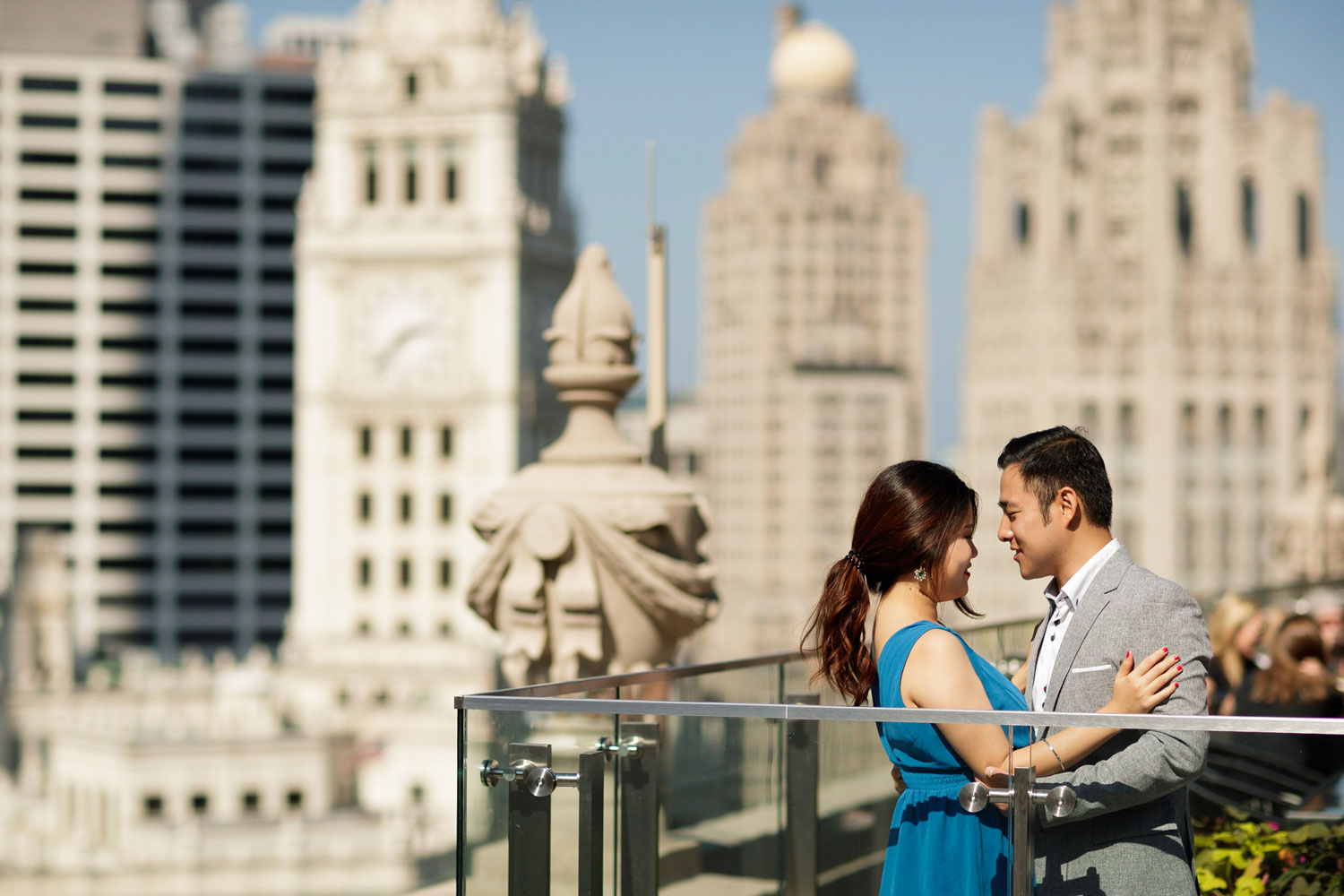Engagement shoot in Chicago e-session london house chicago rooftop view of city