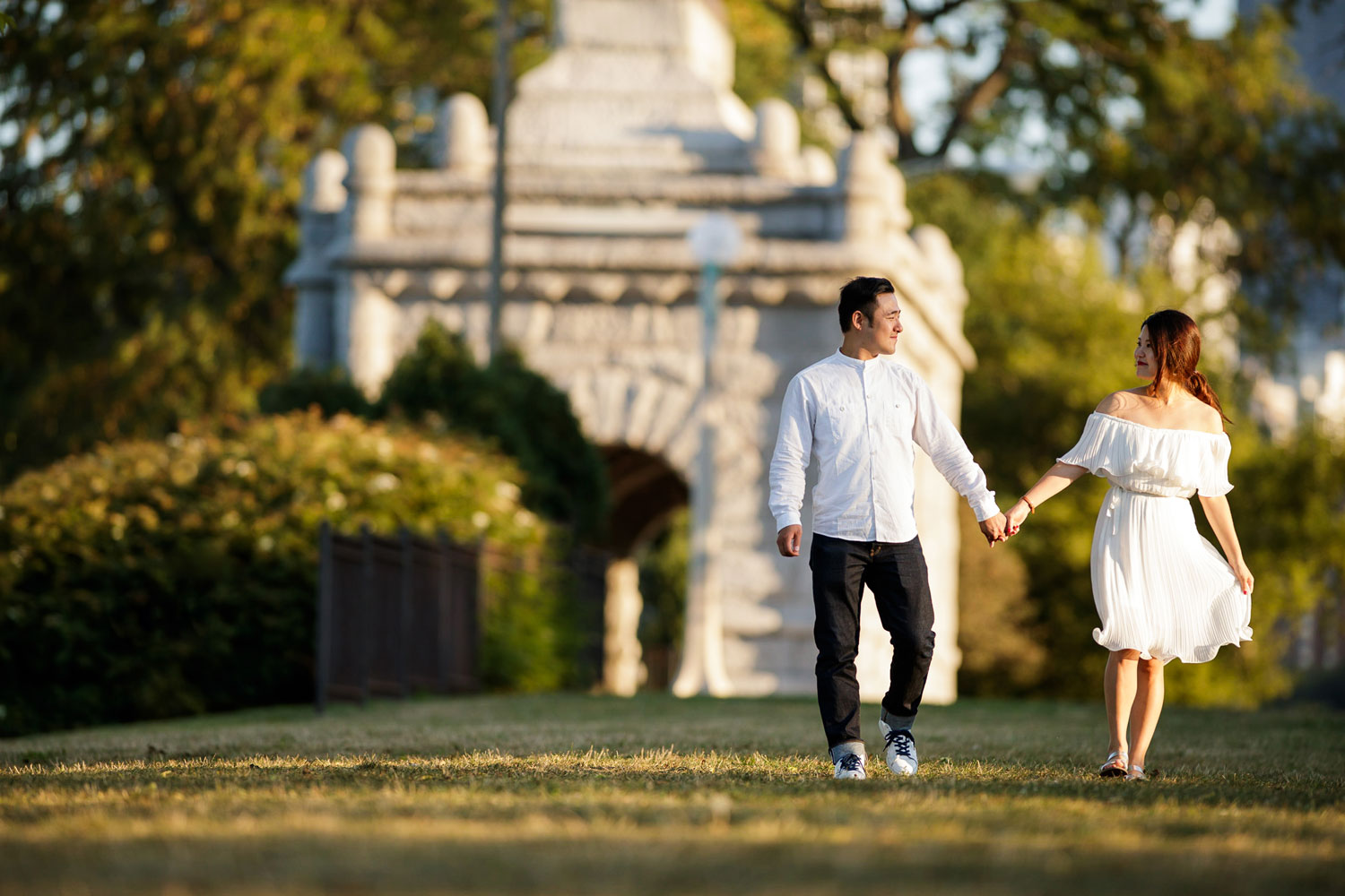 Engagement shoot in Chicago e-session lincoln park photos white dress