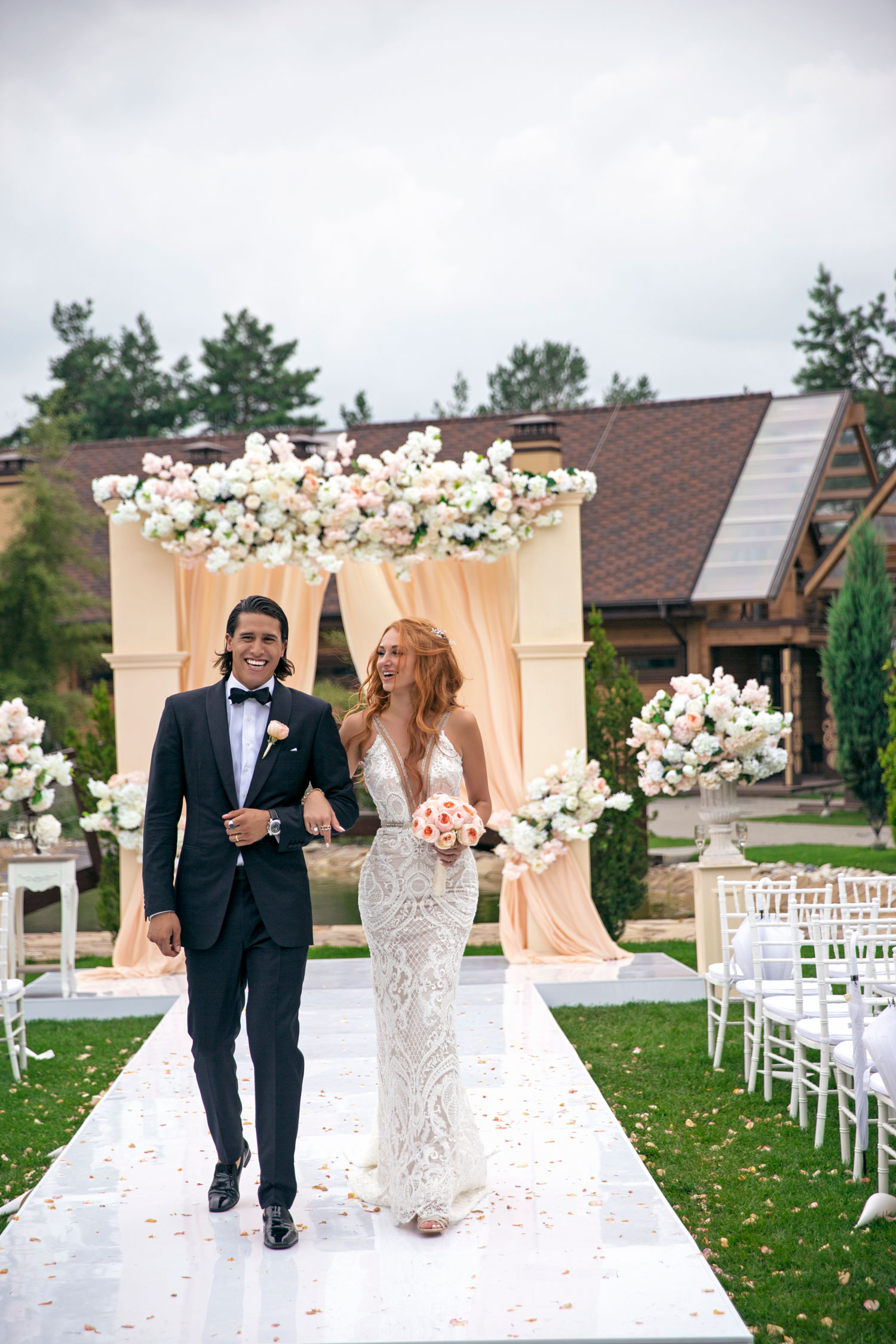 Real bride in Galia Lahav wedding dress plunging neckline form fitting design