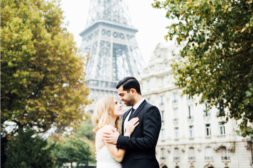 destination engagement photo session trend, taking engagement photos abroad