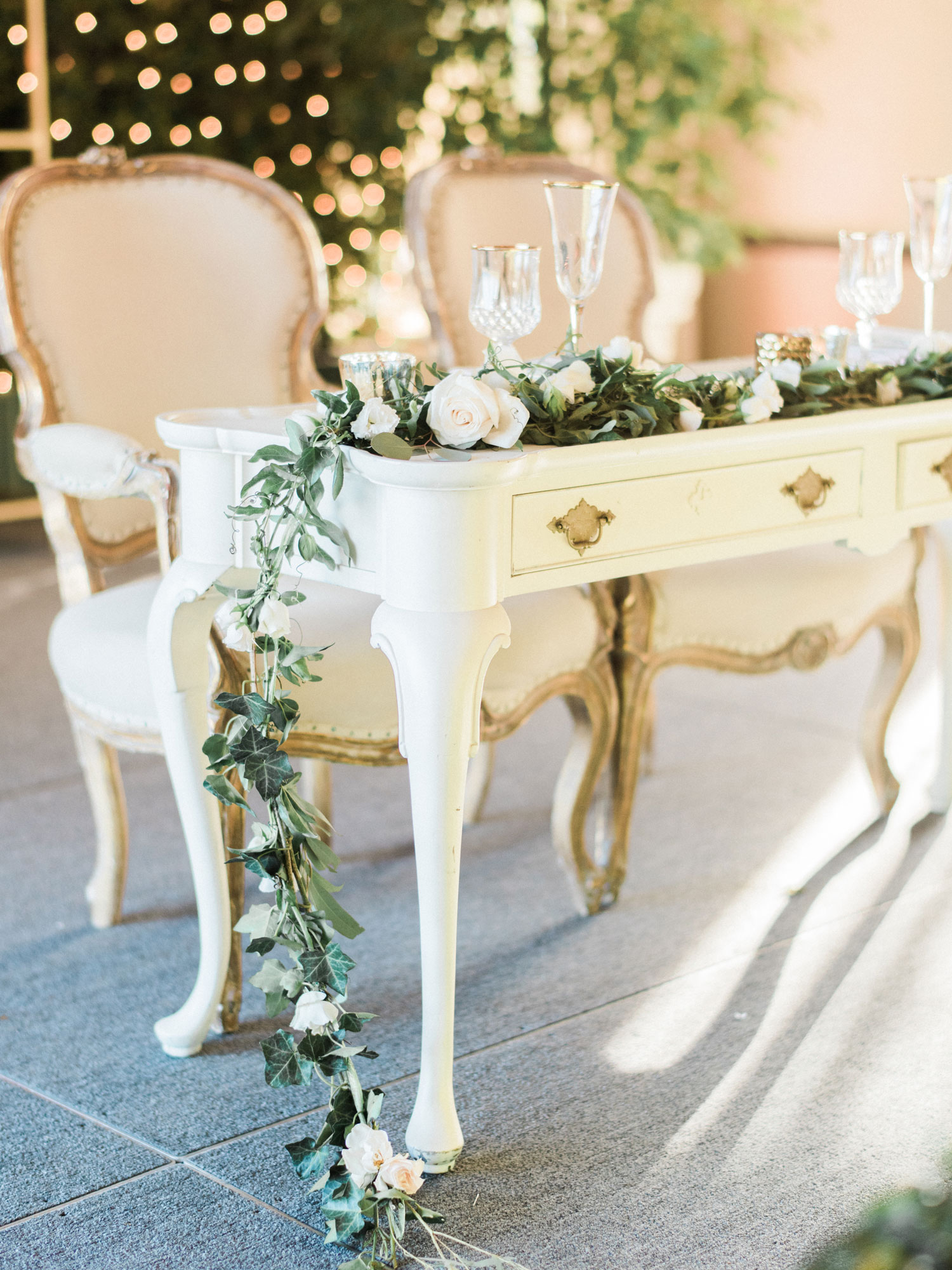 pros and cons of having a sweetheart table, should you have a sweetheart table