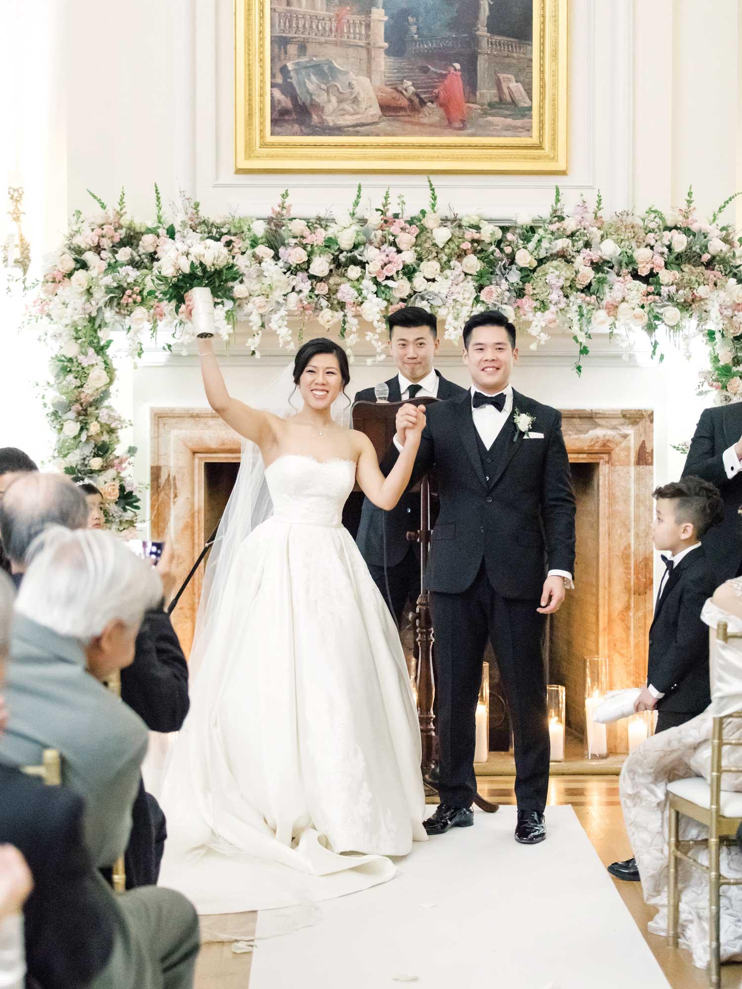 inside weddings winter 2019 issue preview oheka castle wedding ceremony aisle runner