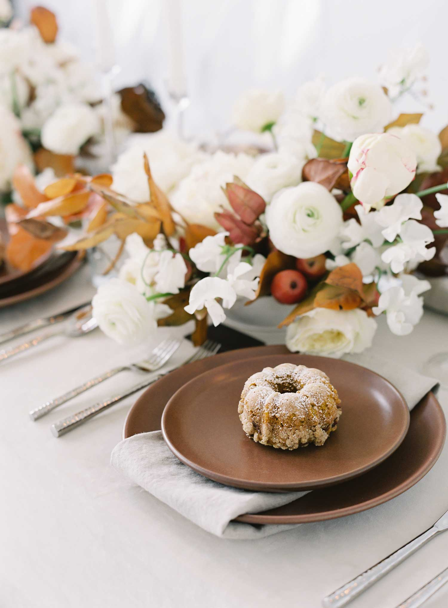 Holiday tabletop ideas wedding shoot with neutral holiday tablescape winter fall party entertaining ideas bundt cake