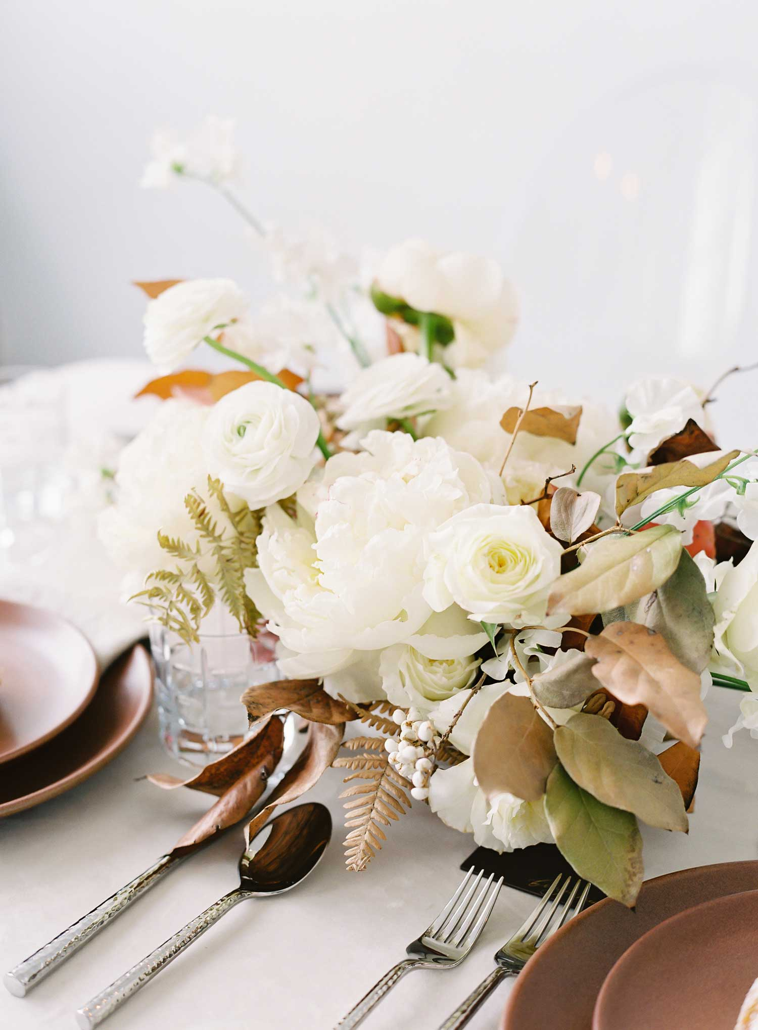 Holiday tabletop ideas wedding shoot with neutral holiday tablescape winter fall party entertaining ideas