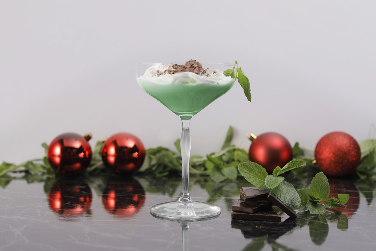 holiday themed cocktails, cocktail recipes for christmas party