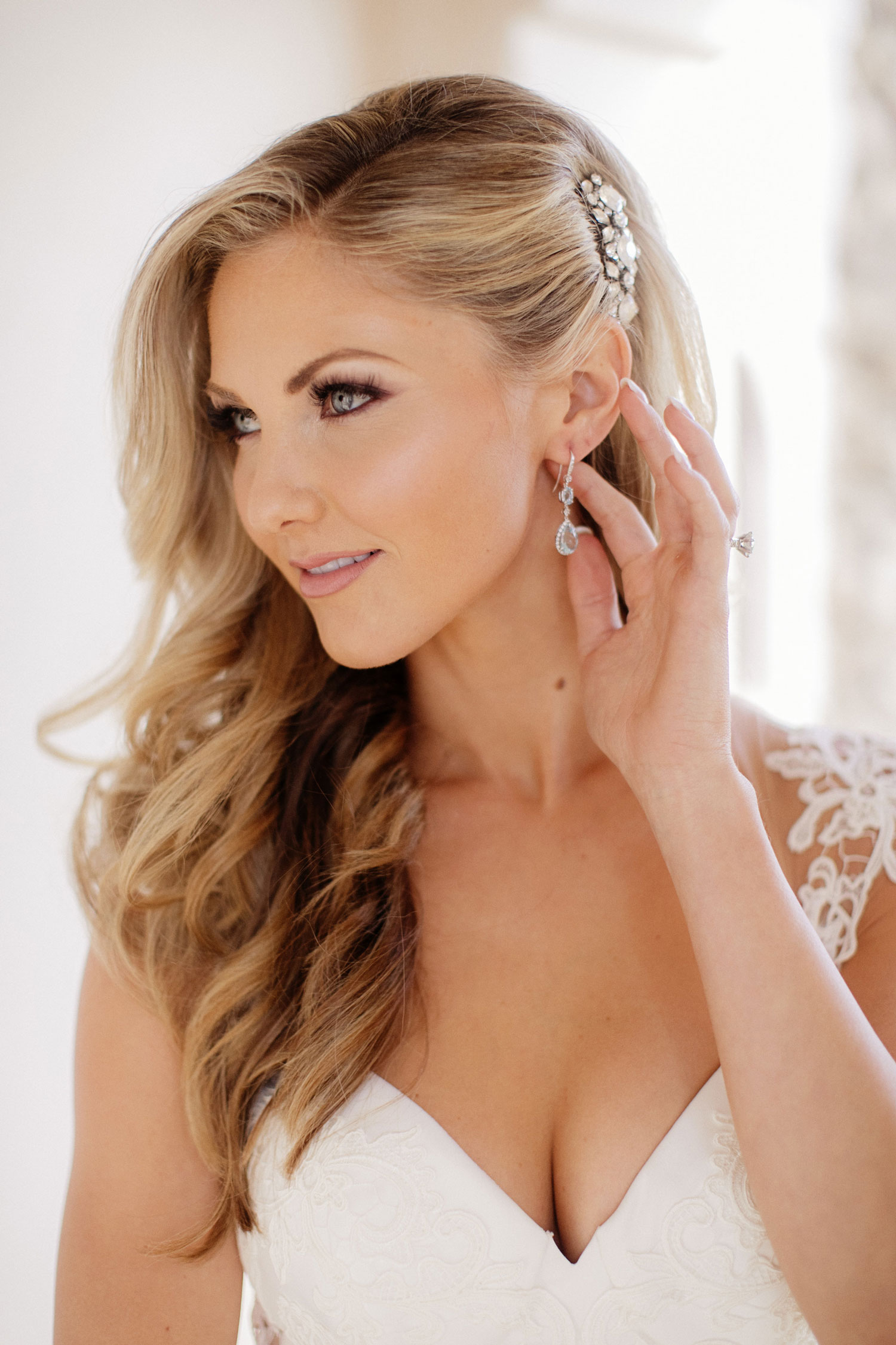 Amy Crawford wedding to gerrit cole blonde hair worn down headpiece
