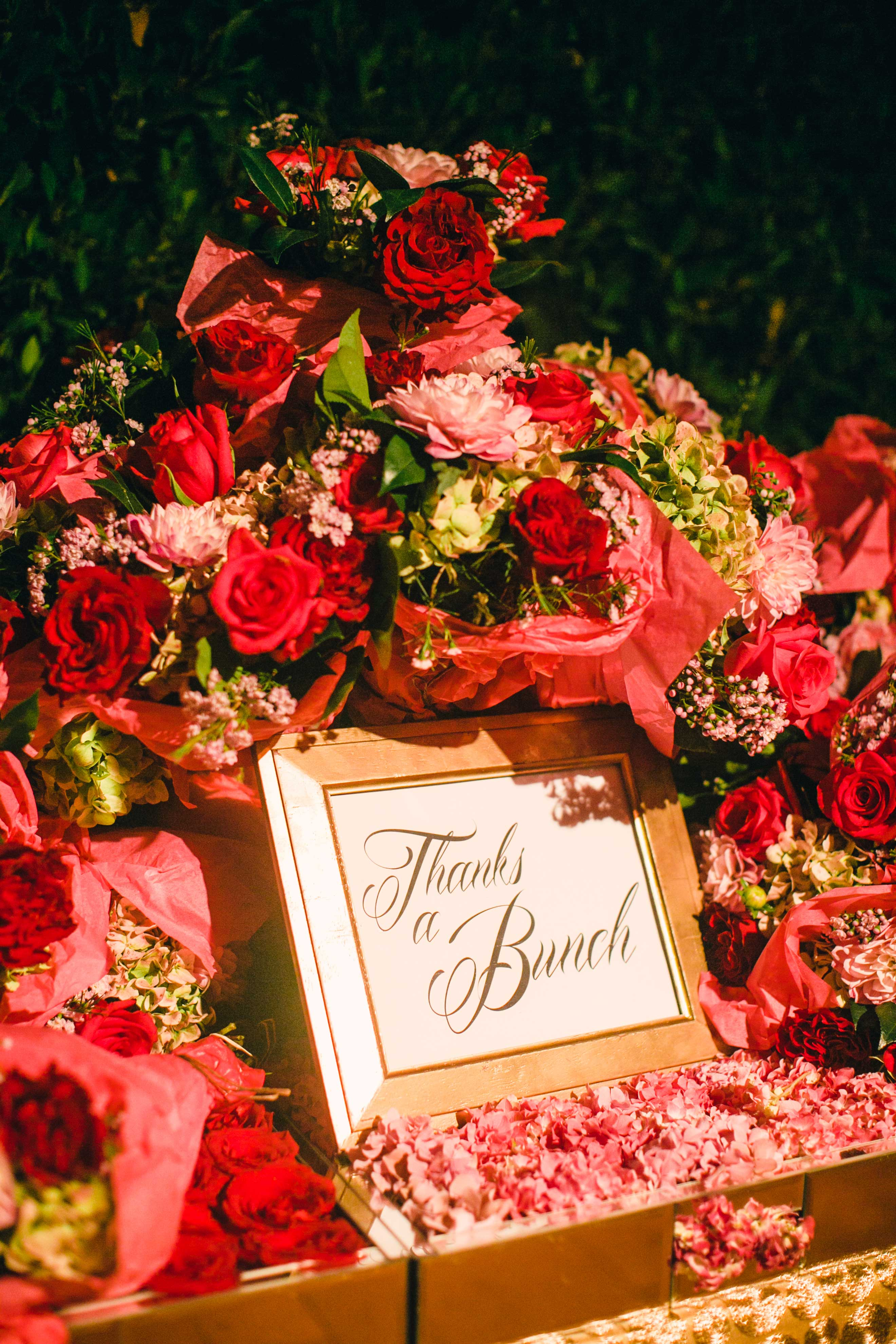 wedding favors pink and red flower bouquets thanks a bunch sign