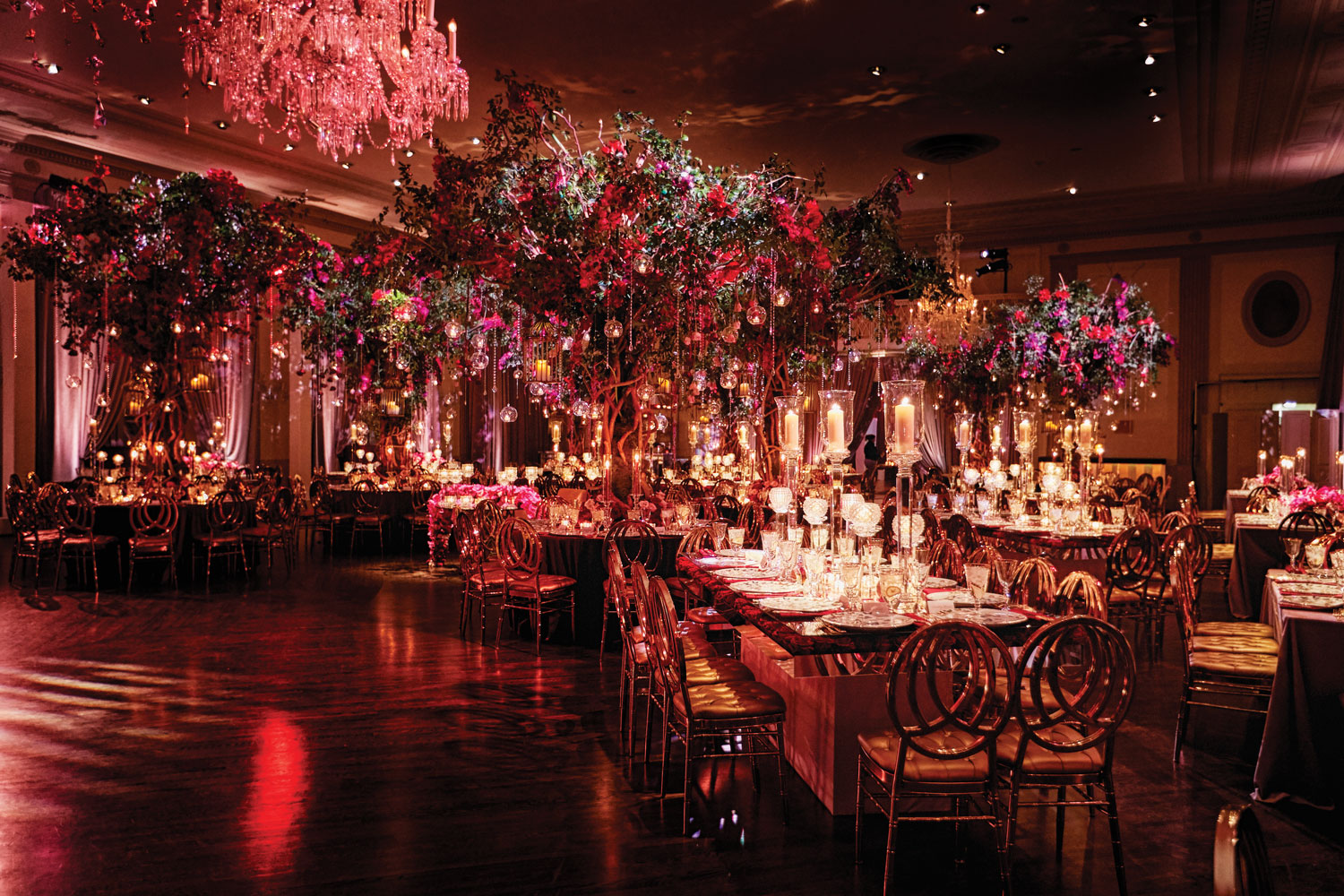 Inside Weddings magazine summer 2019 issue preview luxury wedding reception in Chicago