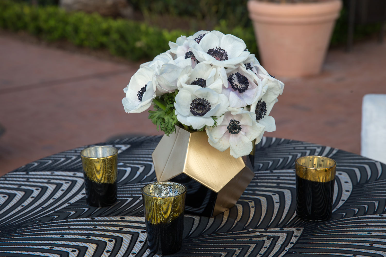 art deco fan shape linens cocktail hour gatsby wedding ideas