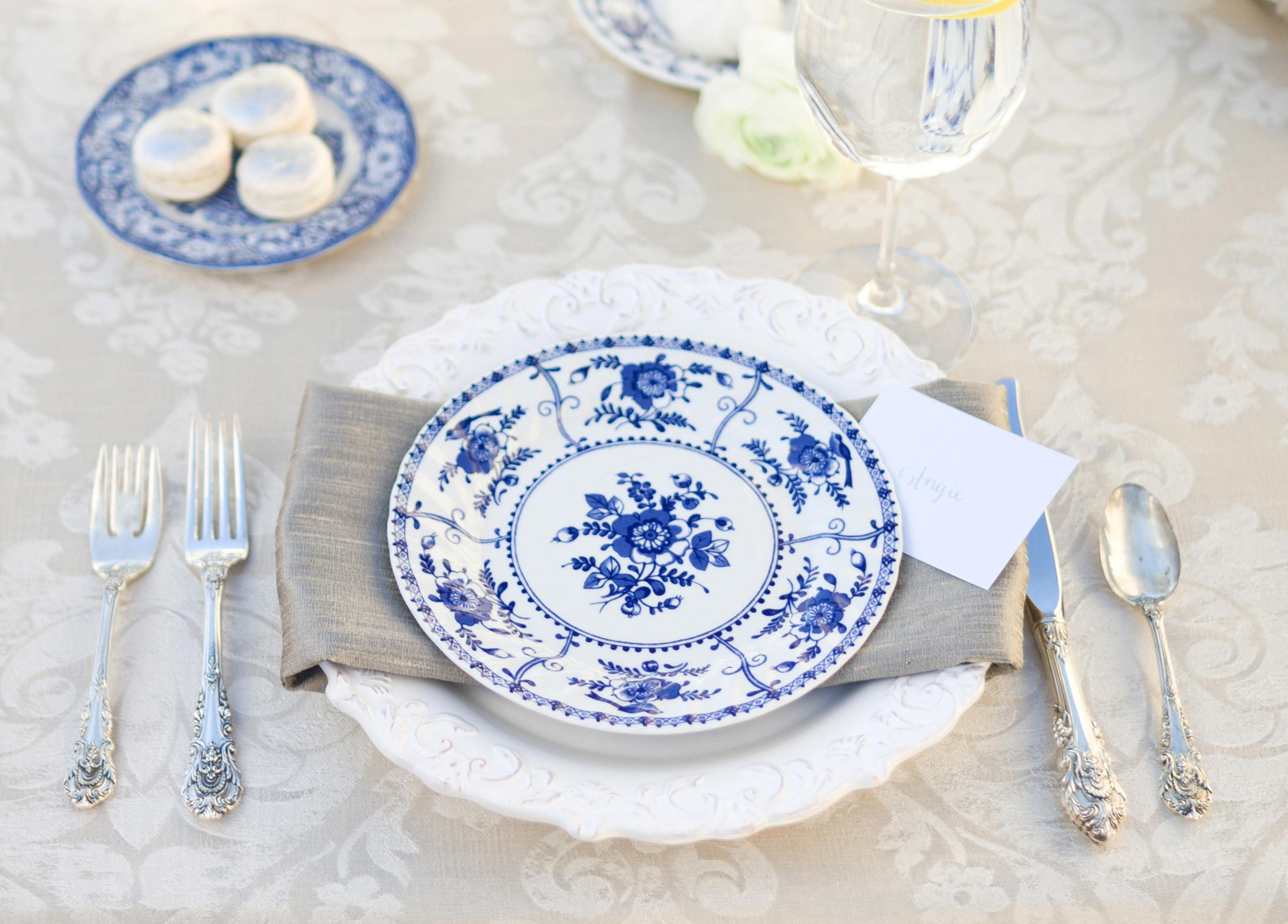 how to host a morning-after brunch, post-wedding brunch tips