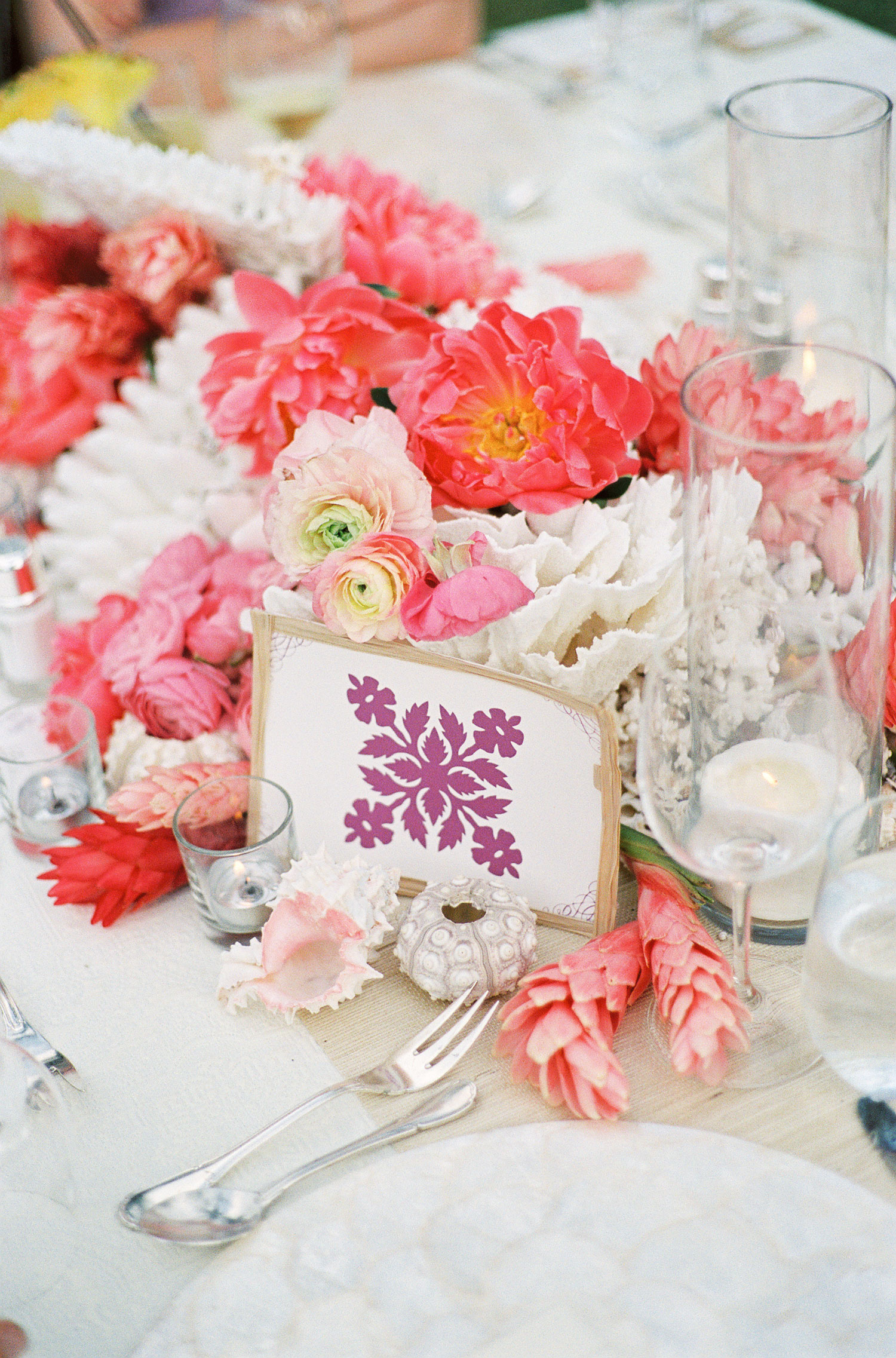 summer wedding ideas colorful tropical centerpiece wedding table hot pink coral peony flowers