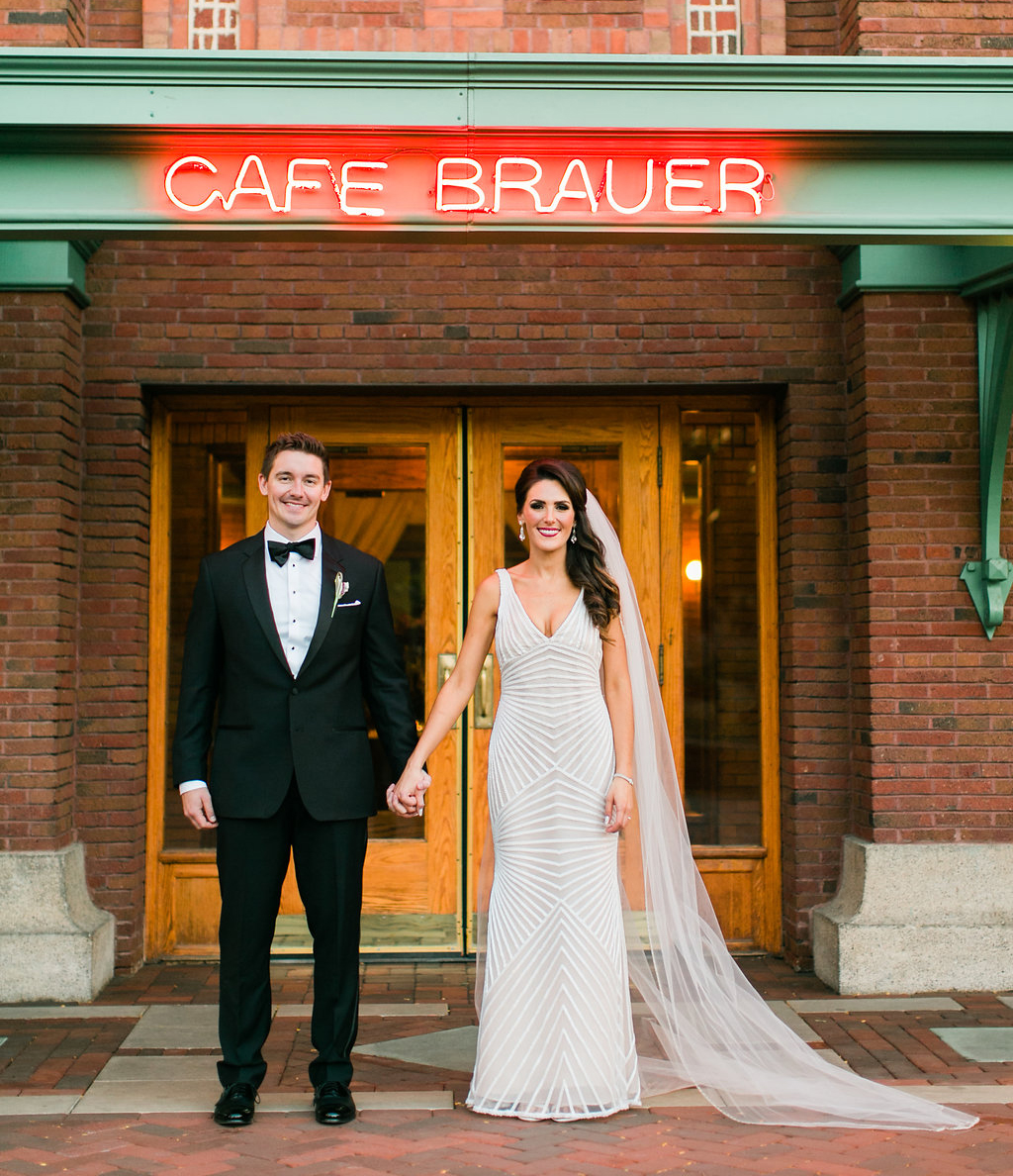 how to have a restaurant wedding, tips for a restaurant wedding