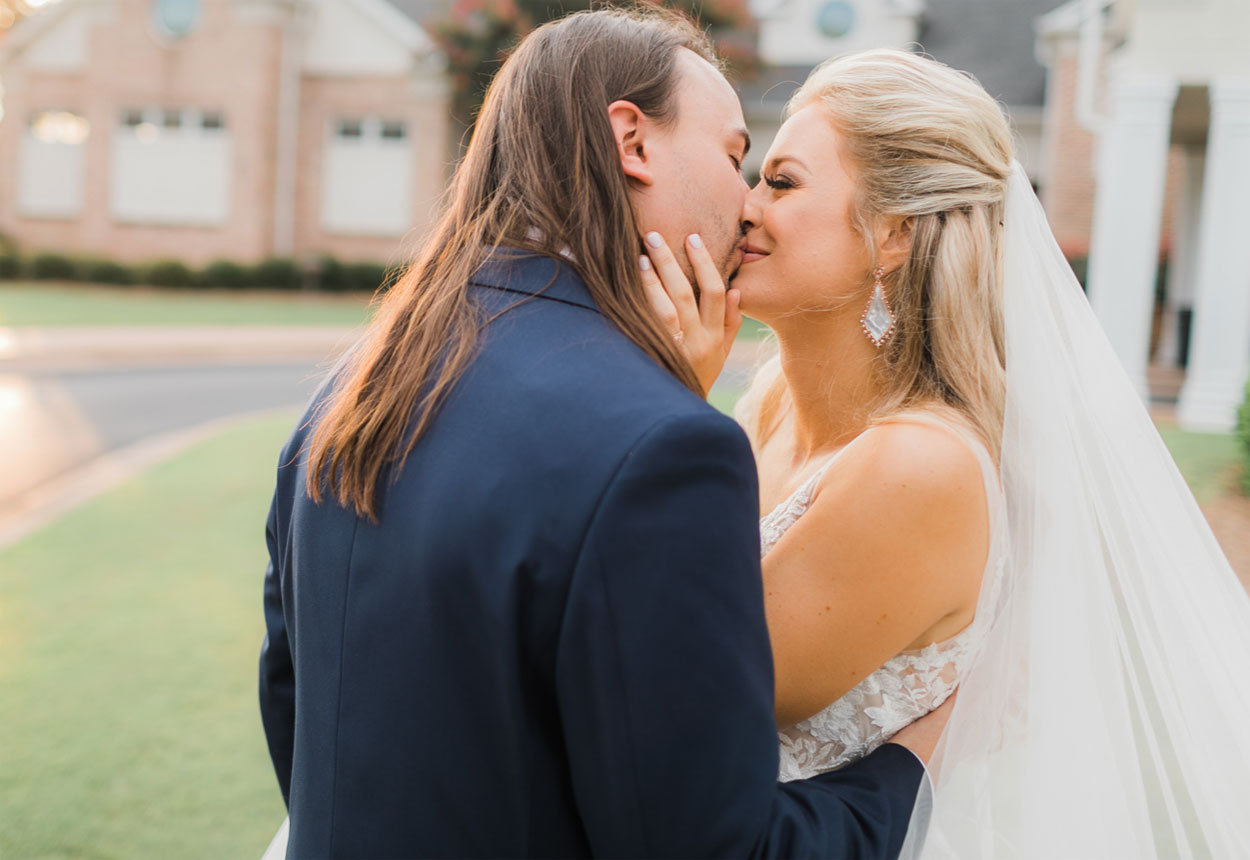 rachel wammack kissing husband noah purcell on their wedding day
