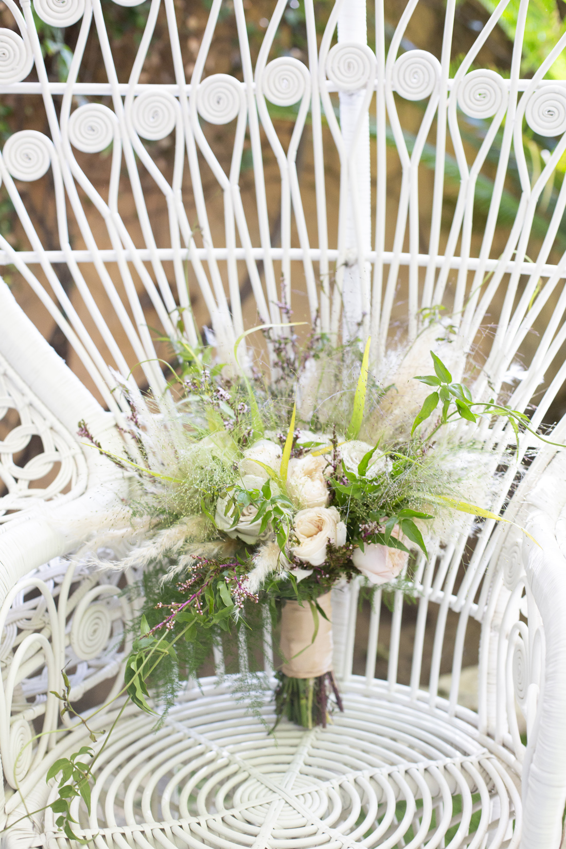 wedding bouquet ideas pampas grass wedding bouquet accent