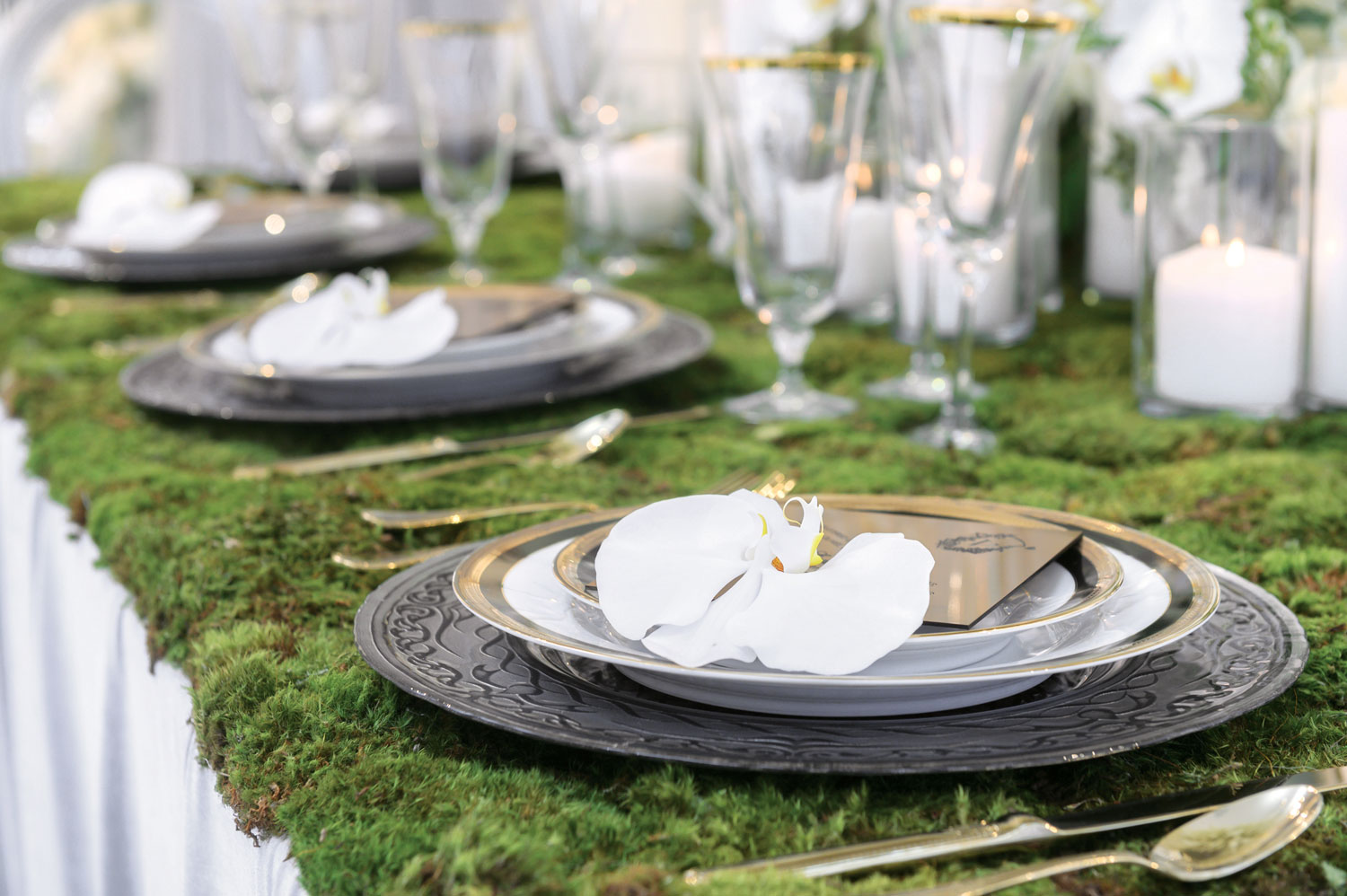 wedding styled shoot moss on tabletop pretty natural garden wedding ideas advice from andrea eppolito events
