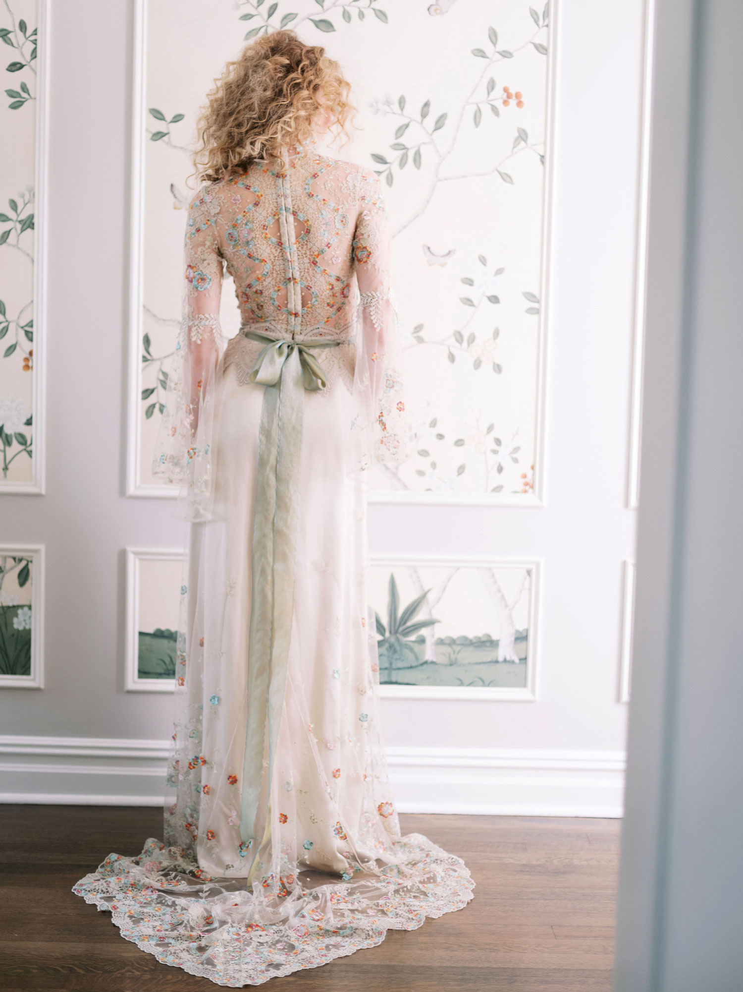 Claire Pettibone Evolution 2020 bridal collection Vida wedding dress bow back detail