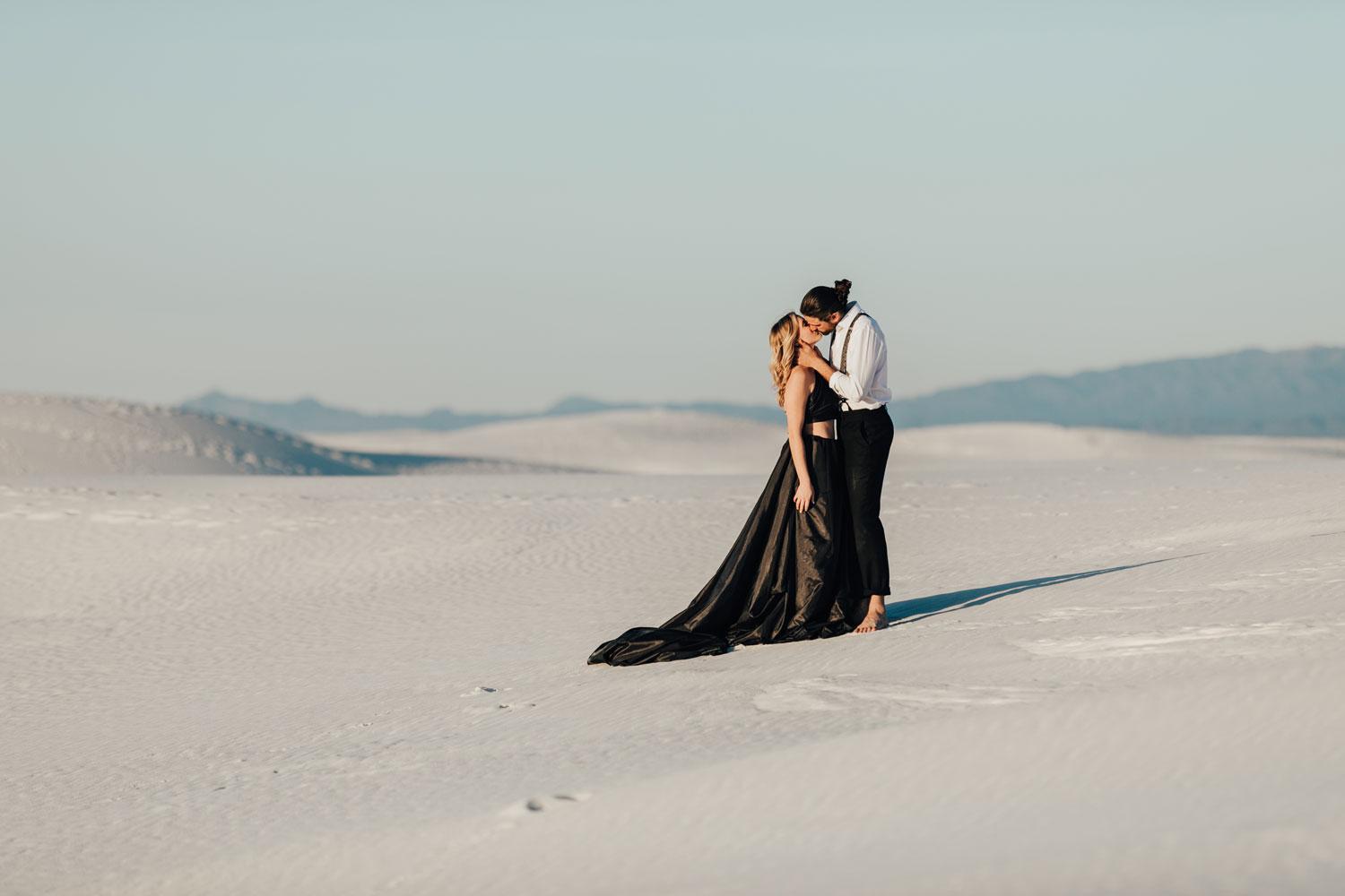 engagement photo shoot at White Sands National Monument in New Mexico engagement photos couple kissing