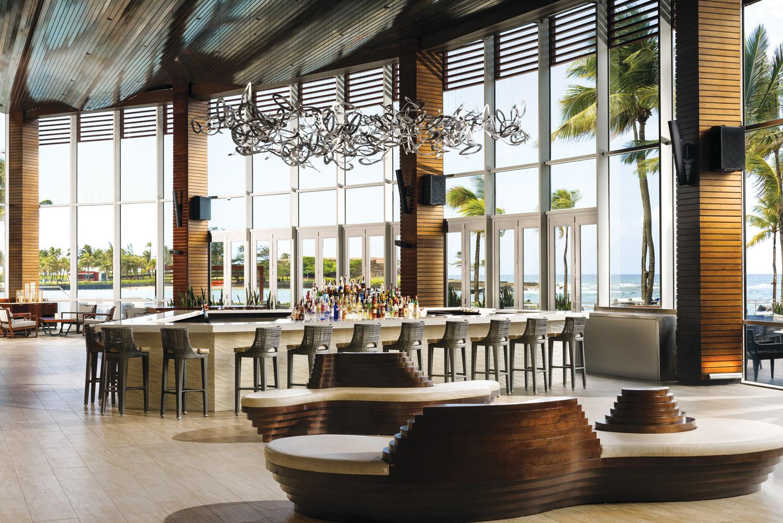 Puerto Rico destination wedding and honeymoon travel ideas caribe hilton caribar