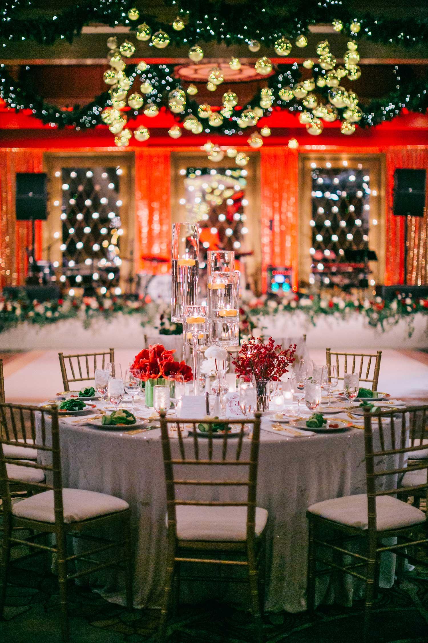 winter wedding ideas festive holiday theme for wedding reception red green