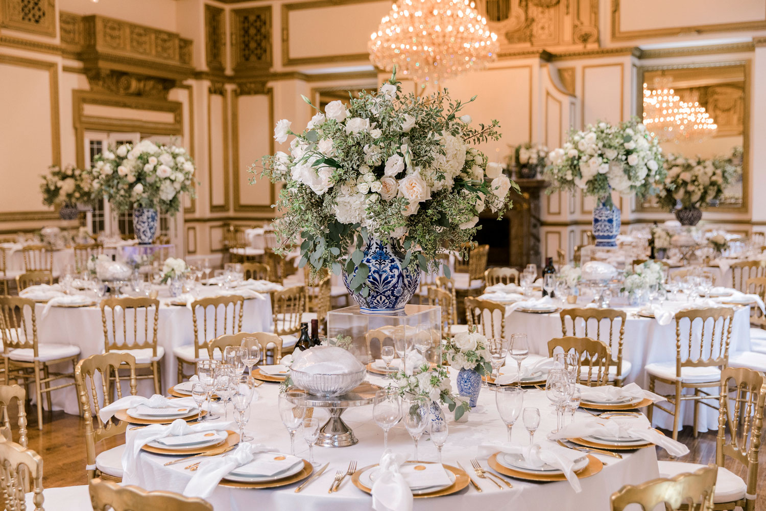 blue and white wedding ideas ginger jar centerpieces chinoiserie wedding ideas