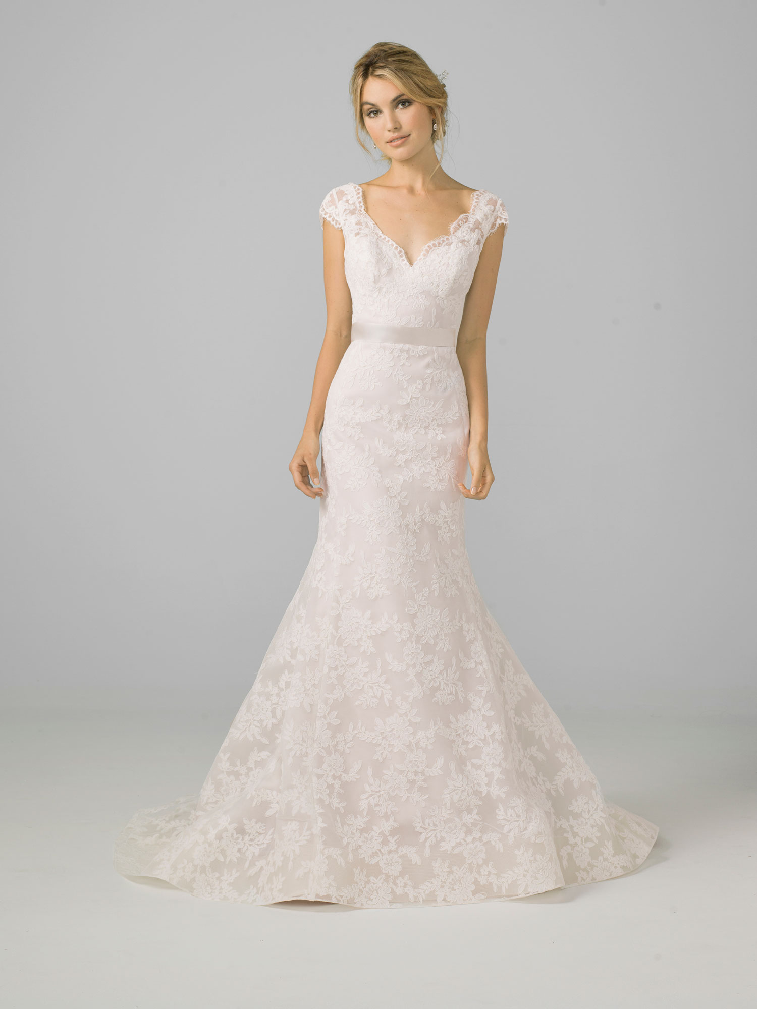 Liancarlo Azul 2018 bridal collection lace v-neck mermaid gown with cap  sleeves